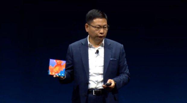 Гибкий смартфон Huawei Mate X представили официально: характеристики и цена